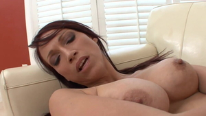 Young chick Tilly Mcreese orgasm kissing in HD