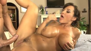 Chubby & busty Lisa Ann got her pussy pounded