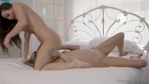 Long hair Abigail Mac and Athena Faris facesitting in the bed