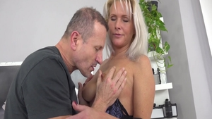 Busty & big ass Kathy Anderson cock sucking at the casting