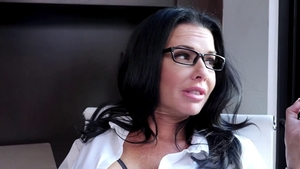 Babe Veronica Avluv wearing glasses pussy eating on the couch