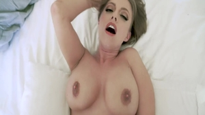 Babe Britney Amber demonstrates huge tits