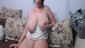 Big boobs housewife pussy eating on web-cam