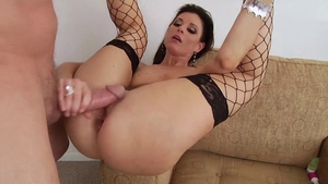 Cougar likes gaping in fishnet HD