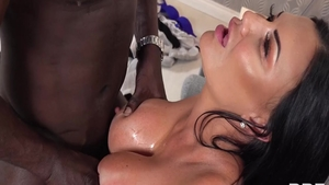 Very hot housewife Jasmine Jae has a passion for nailed rough