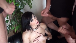 Tattooed Indian brunette Linda India in stockings anal double