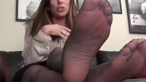 Female finds irresistible sex scene in tight stockings in HD