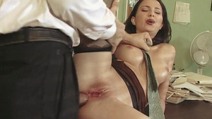 Long legs babe Veronica Sinclair playing with Choky Ice