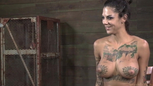 Inked mature Bonnie Rotten likes orgasm in HD