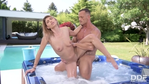 Erotic babe raw blowjob in jacuzzi
