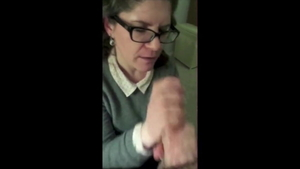 Cumshot in company with MILF