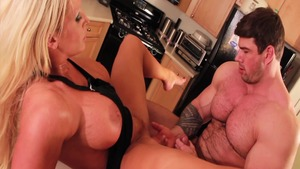 Alura Jenson plus Alura Jenso in the kitchen