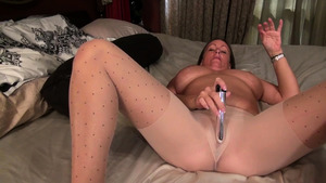 Hottest Anna Moore toys action in shower
