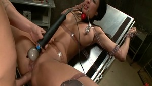 Large boobs Anissa Kate really likes bondage